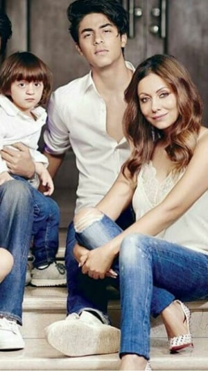 Adorable Pictures Of Gauri Khan With Her Kids