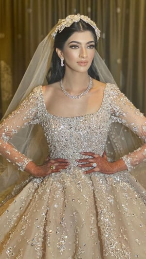 First Indian Bride To Don Elie Saab's 30 Kg Gown