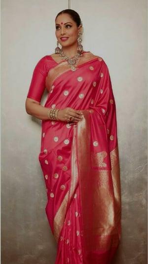 Bipasha Basu's Ethnic Looks Perfect For Durga Puja