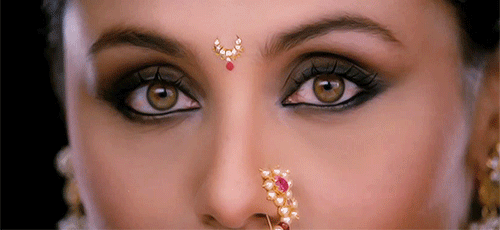 10 Different Styles and Shapes of Bindi That Every Bride