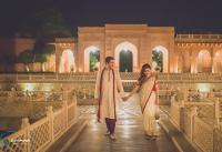 foreigner couple wedding shoot in front of taj mahal