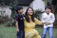 9 celebrity bollywood super moms with their kids madhuri dixit nene with her kids