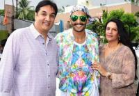 Ranveer singh with his mom and dad