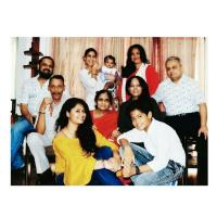 Sakshi Tanwar with daughter and family