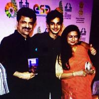 Ishaan Khatter wit parents