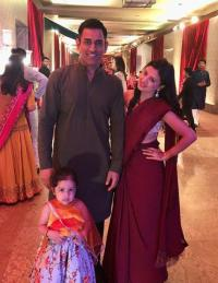 Sakshi Singh Dhoni With Hubby Mahendra Singh Dhoni And Daughter Ziva