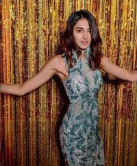 Erica Fernandes at cocktail night of chloe ferns