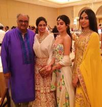 Sridevi, Boney Kapoor, Janhvi and Khushi