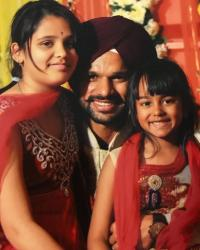 Shikhar Dhawan with his daughters