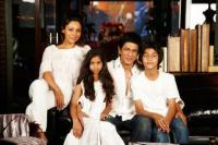 Shah rukh khan on vacation with family in spain