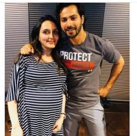 Varun Dhawan shares complete family pic