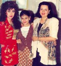 Karisma Kapoor with sister Kareena and mother Babita