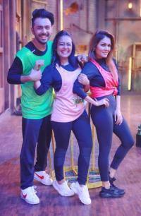 Neha Kakkar Sonu And Tony Pose For A Naughty Pull Your Brother S Ears Picture On Bhai Dooj Bollywoodshaadis Com News On Cards