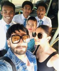 Deepika and Ranveer snapped with fans at Sri Lanka airport