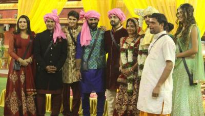 Monalisa's Mehendi And Wedding Pictures Are Out, Paid To Get Married Inside The House