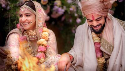 Virat Anushka's First Look From Wedding Out And Anushka Didn't Wear Any Makeup On Her Shaadi