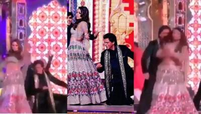 Gauri Khan Overshadows Shah Rukh As They Burn Dance Floor On Dilliwali Girlfriend At Isha's Sangeet