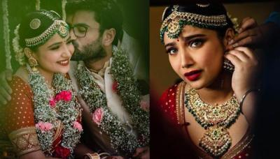 This Bride Ditched Bridal Lehenga And Opted For Sabyasachi Mukherjee's Red Saree For Her Wedding Day