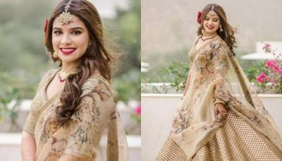 Sabyasachi Bride Opted For A Gorgeous Rusty-Gold Wedding 'Lehenga' With A Unique Floral Hairdo