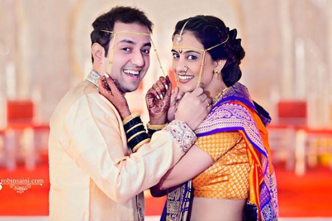 Must Have Couple Poses For An Indian Wedding Album Bollywoodshaadis Com