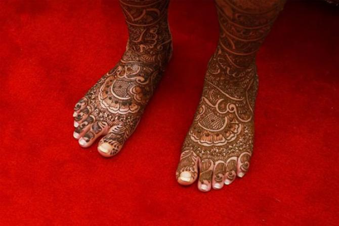 popular mehendi designs for karva chauth bridal