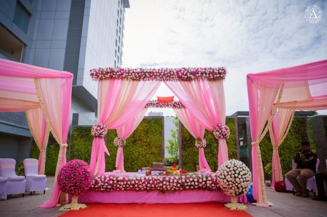 7 Breathtakingly Beautiful Wedding Mandap Decor Ideas That You Just