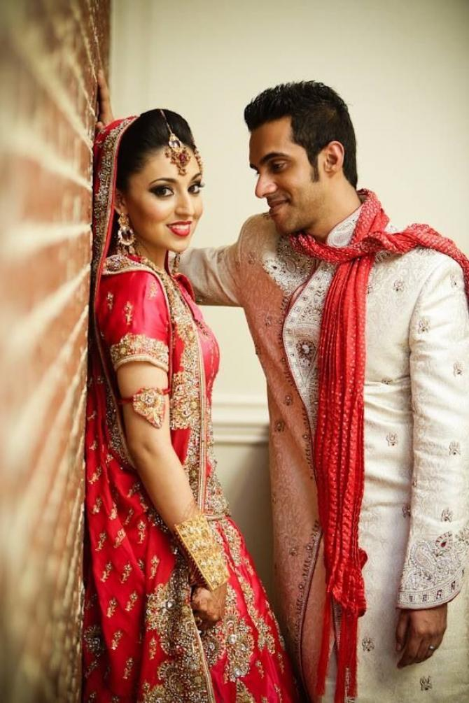 7 Best Candid Couple Poses From Real Indian Weddings You Might Want To Steal Bollywoodshaadis Com