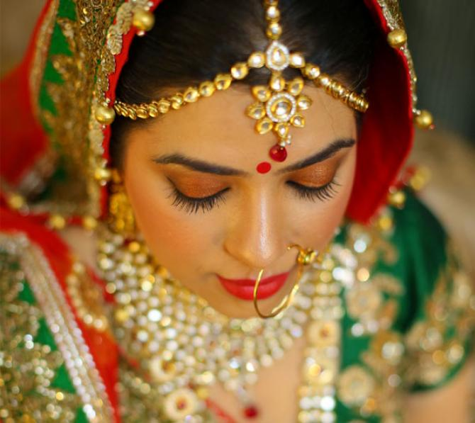 7 Breathtaking Maang Tikka Styles You Can Steal From These Gorgeous Indian Brides