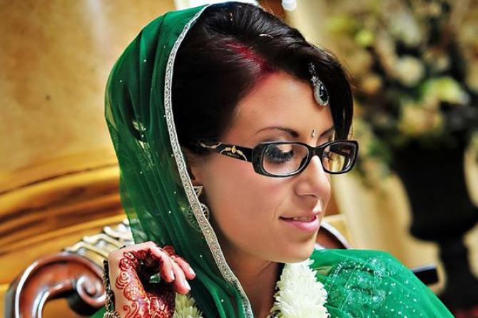8 Incredible Makeup Tips For Indian Brides With Glasses