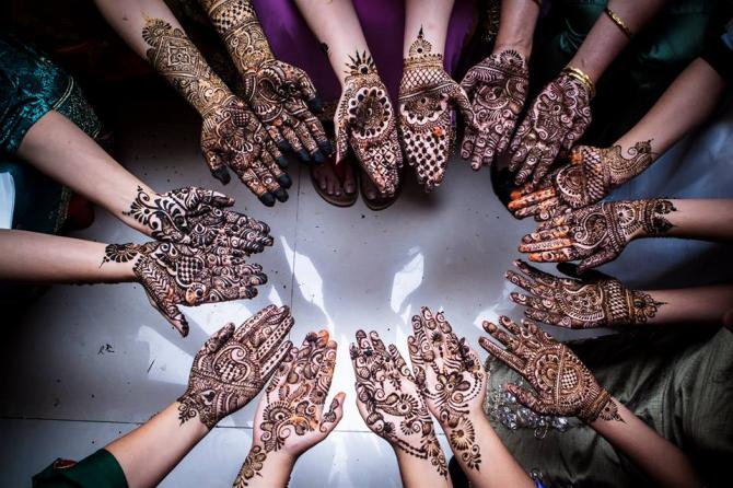 Mehndi Ceremony Background Wallpapers : Significance of mehendi in indian marriages bollywoodshaadis.com