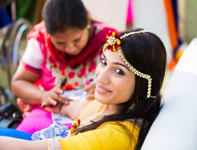Mehndi Flower Jewellery In : Things every bride to be must know about floral jewellery