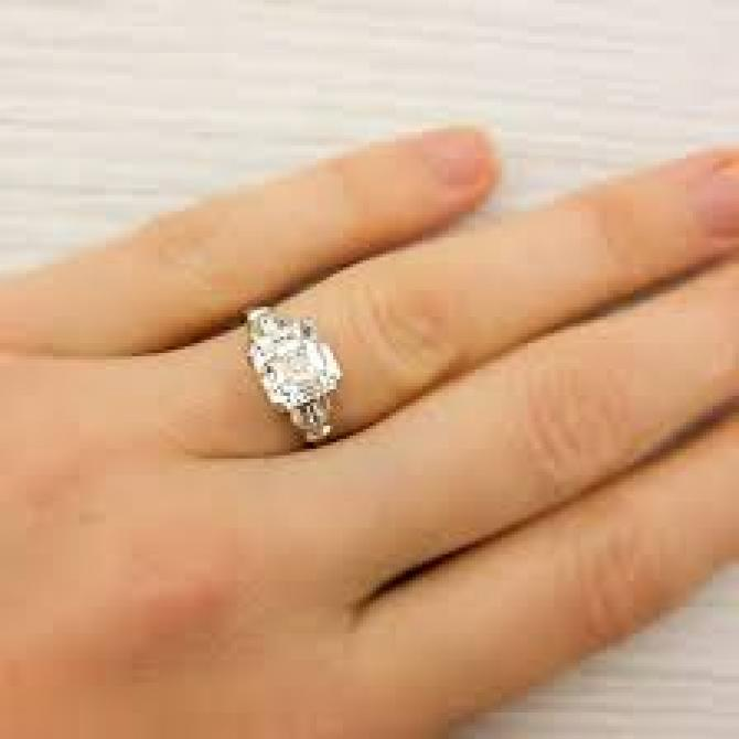 7 Cool Tricks To Pick The Right Engagement Ring That Will Flatter