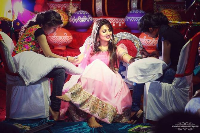 Mehndi Ceremony S Download : Divyanka tripathi's mehendi design is something you have never seen