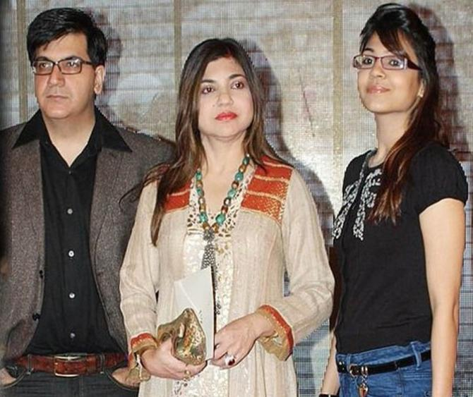 Alka Yagnik, Duaghter and Husband