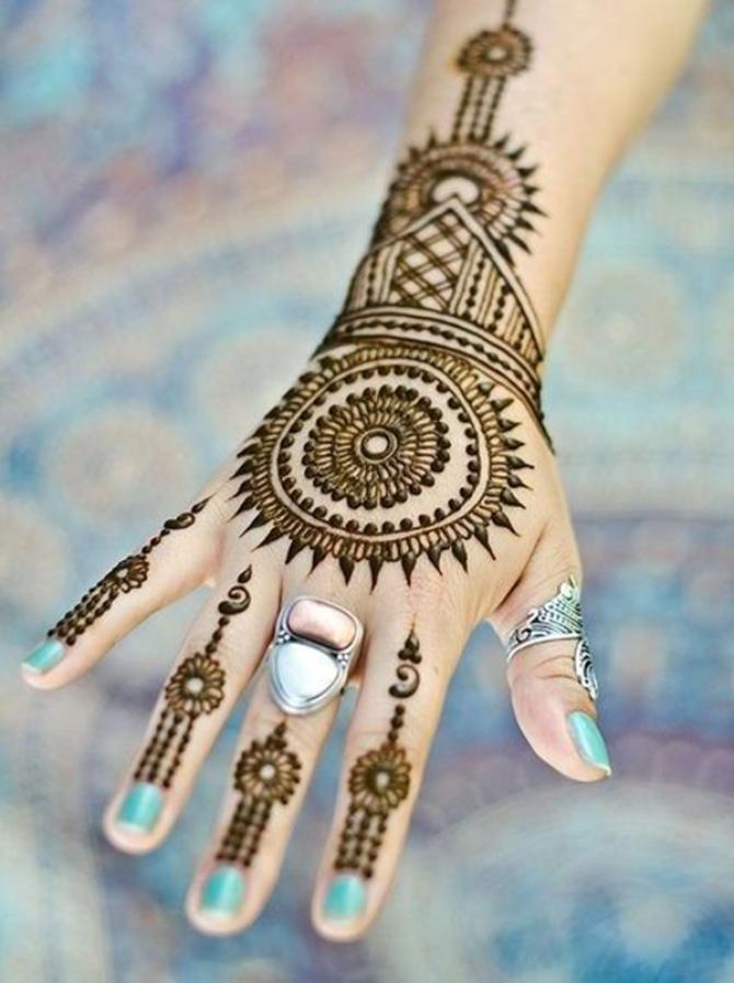 12 Minimal Mehendi Designs For Women Who Like To Keep It Simple Yet