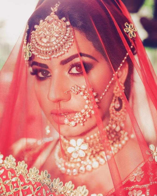 9 Best Nath Designs That All Brides-To-Be Can Don On Their Wedding ...