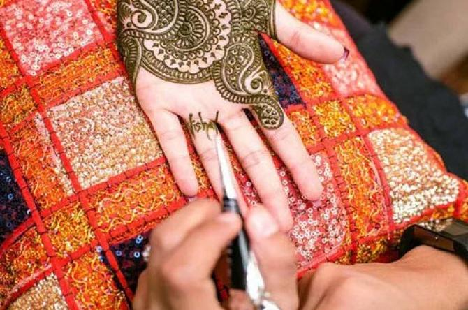 Mehndi Hand Name : Creative ways to add your be husband s name in bridal