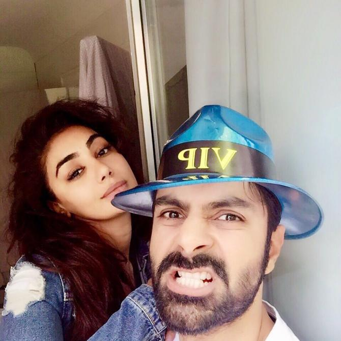 Story Why Are Wedding Rings Worn On Left Hand: Ashmit Patel And Mahek Chahal Get ENGAGED In Spain; Ring