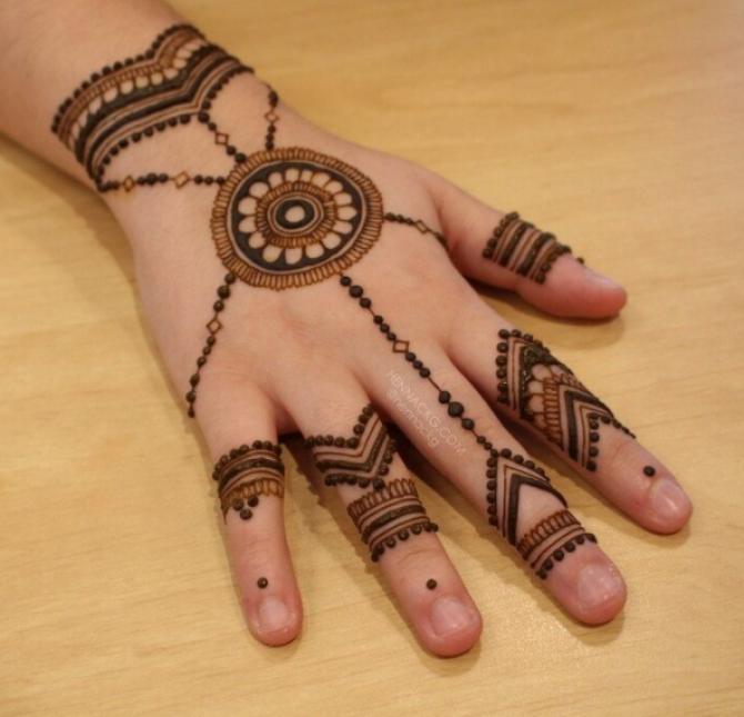 graceful bracelet mehendi design