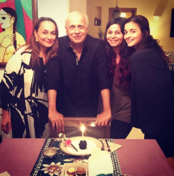 mahesh bhatt with family