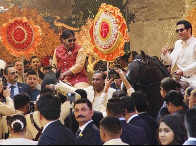 Isha Ambani's Brothers Akash And Anant's Ambani's Heroic Entry On Horses