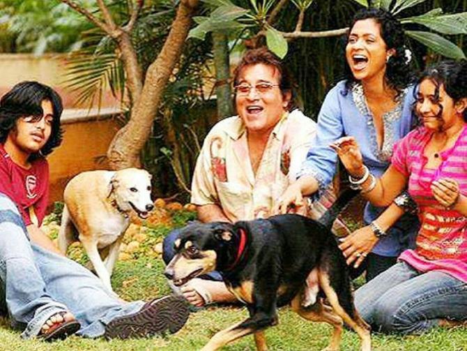Vinod Khanna and family