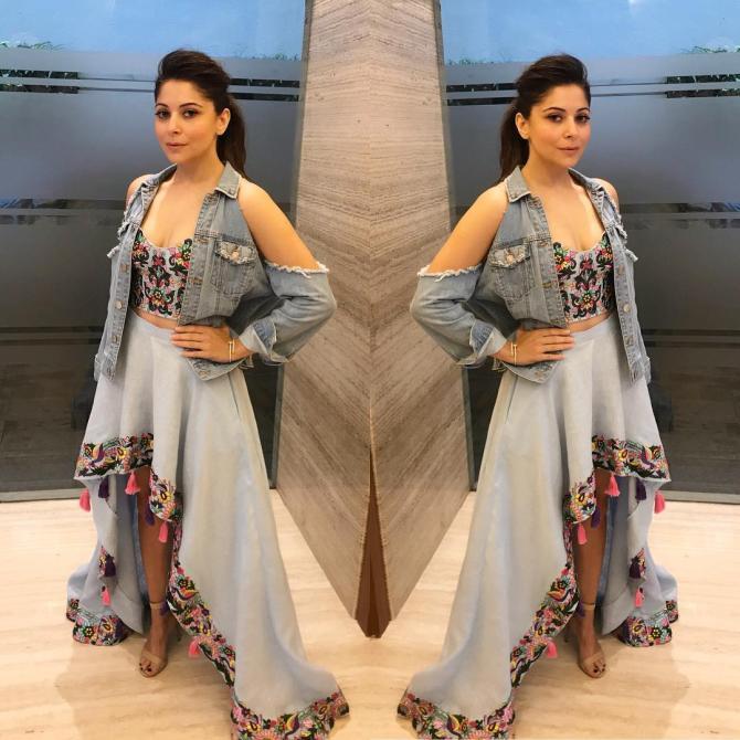 Married At 18, Divorced At 34; Kanika Kapoor Shares Pic Of ...