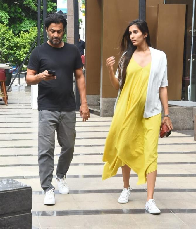 Abhishek Kapoor Takes His Pregnant Wife Pragya Kapoor On A Lunch Date