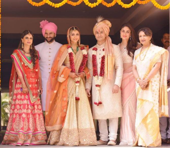 Simple Wedding Family Pictures: Unseen Pic Of Pataudi Family Having A Blast At Soha Ali
