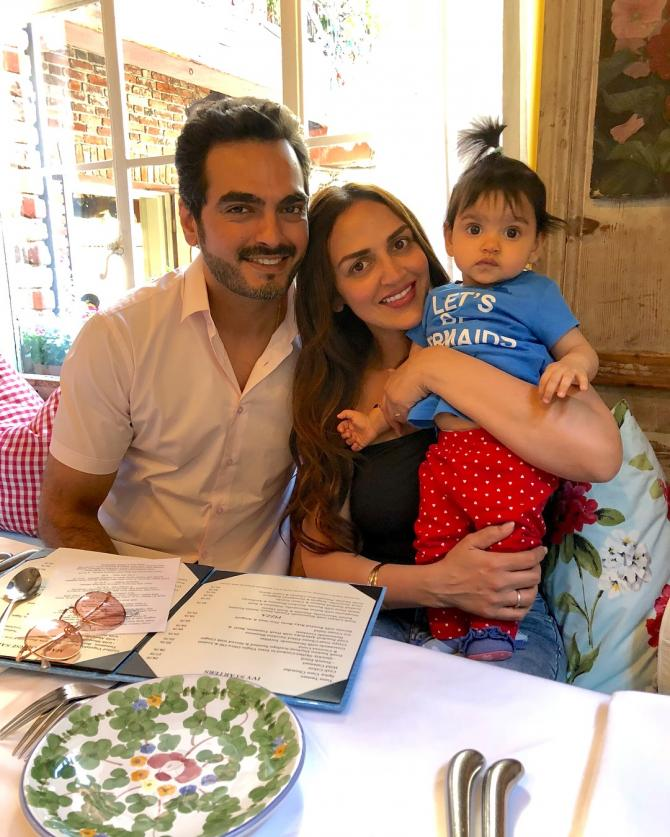 Esha Deol Complete Family Picture With Daughter Radhya And Hubby Bharat