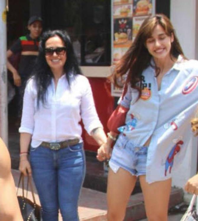 Disha patani spends friendship day with beau tiger mom and sister
