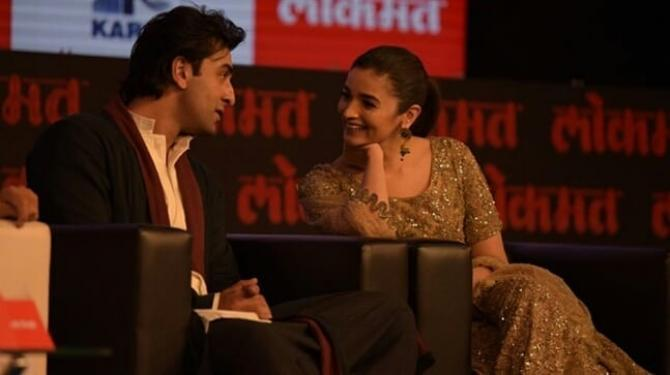 Alia Bhatt and Ranbir Kapoor new pic with a wink is way too adorable