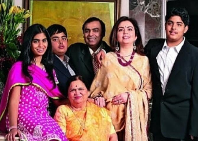 Unseen Throwback Picture of the Ambani Family