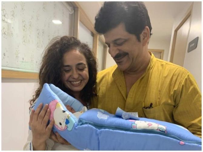 Rajesh Khatter and Vandana withtheir newborn